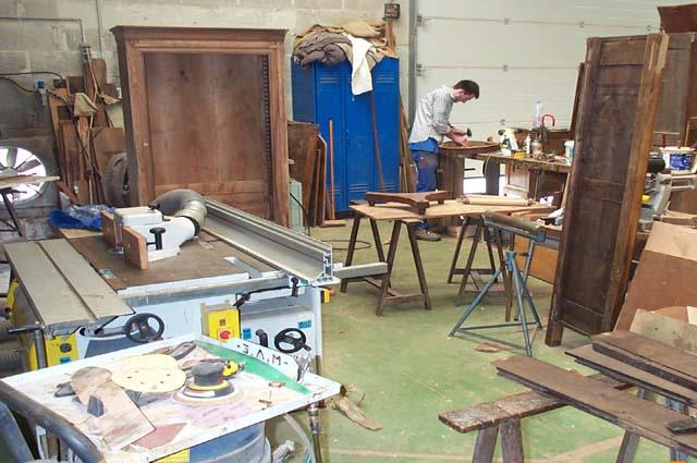 Le mobilier d'antiquité entre les mains de Bretons passionnés près de Saint-Brieuc | Antiquitedeco.com